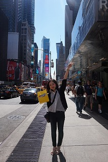 NY タイムズスクエアにて